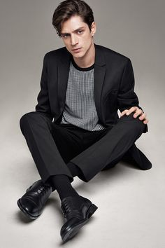 Nice style with classic black leather oxford shoes.