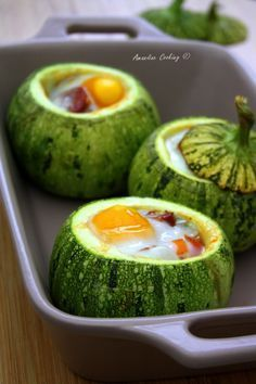 Today we stuffed round zucchini with a pan of peppers, cherry tomatoes and chorizo all covered with an egg! Egg Recipes, Chicken Recipes, Cooking Recipes, Chorizo, Clean Eating, Healthy Eating, Healthy Food, Vegetarian Recipes, Healthy Recipes