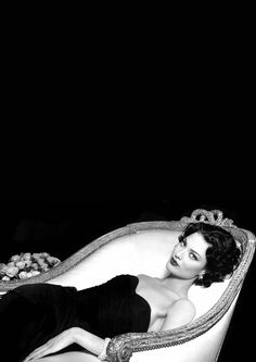 Shalom Harlow by Patrick DEMARCHELIER