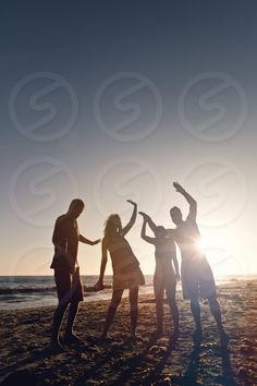 Photo by Matt Engelking - lifestyle, fun, beach, people, many #friends