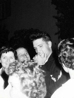 Another pic of Elvis biting his nails. Elvis was a known nail biter....perhaps because of his nervousness. TCB⚡ with TLC⚡