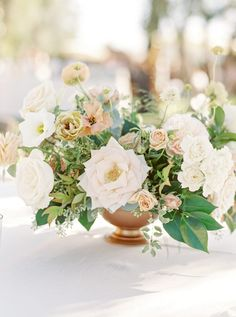 This Might Just Be Our New Favorite Malibu Wedding Venue Wedding Flower Inspiration, White Wedding Flowers, Bridal Flowers, Flower Bouquet Wedding, Floral Wedding, Wedding Table Centres, Wedding Reception Centerpieces, Flower Centerpieces, Flower Arrangements