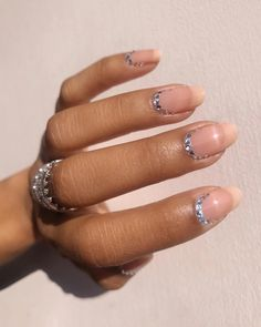Want some ideas for wedding nail polish designs? This article is a collection of our favorite nail polish designs for your special day. Gel Nails At Home, Diy Nails, Cute Nails, Pretty Nails, Nail Polish Designs, Nail Designs, Violet Pastel, Wedding Nail Polish, Finger