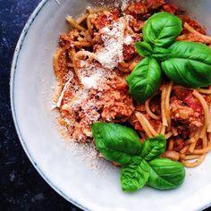 Vegetarisk bolognese  // Veggie bolognese  #sojaprotein#bolognese#kitchenbyeve#frokost#pasta#fuldkorn#vegetar#vegetarisk#vegetarmad#sund#sundt#sundhed#sundmad#spise#sulten#lækkert#aftensmad#hverdagsmad#madblog#bdfood#københavn#eatclean#vegetarian#wholefoods#follow#eatyourgreens#copenhagen#food by kitchenbyeve
