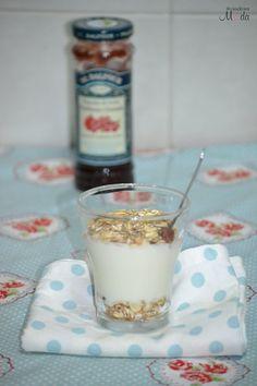 Healthy Snack (Yogurt 0% with oats and jam)
