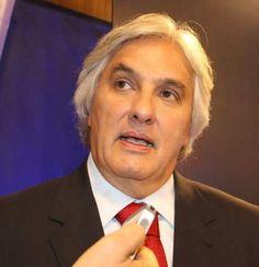 Delcídio do Amaral, senador do PT, é preso pela Polícia Federal http://www.jornaldecaruaru.com.br/2015/11/delcidio-do-amaral-senador-do-pt-e-preso-pela-policia-federal/