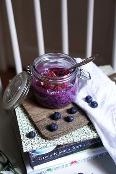 The fastest and easiest breakfast is back, we wanted to make a fresh summer tasting overnight oats breakfast bowl for those hectic mornings where you don't have time to make breakfast. Makes 1 jar Blueberry Overnight Oats, How To Make Breakfast, Breakfast Bowls, Smooth, Vegetarian, Jar, Inspiration, Biblical Inspiration, Inspirational