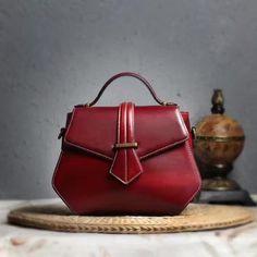 """Designer Inspired"" Italian Leather Handbag / Cross Body bag https://largepurseshop.com/collections/ladies-leather-handbags/products/designer-inspired-italian-leather-handbag-cross-body-bag-1"