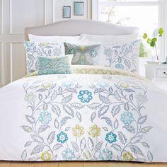 Scandinavian-Inspired-Floral-Print-Duvet-Cover-Reversible-Patterned-Design
