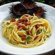 Gli spaghetti con i ricci di mare è una preparazionedal sapore unico e inconfondibile, molto semplici e veloci mache racchiudono tutto il profumo del mare.Pochi ingredienti per un piatto da veri intenditori, l'ingrediente principale è proprio il riccio di mare. Gustati con il pane, accompagnati accompagnati ad un buon bicchiere di vino bianco, sono davvero buonissimi ( io li preferisco) ma anche con la pasta sono una vera golosità e farete sicuramente una bellissima figura tra i vostri…