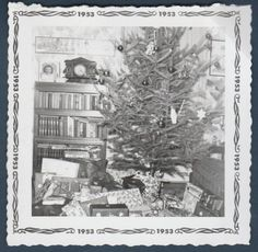 CHRISTMAS TREE W/LOTS OF GIFTS OLD/VINTAGE PHOTO-SNAPSHOT-Y2859