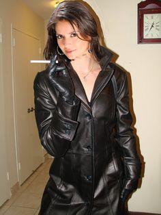 Sexy smoking leather girl 1