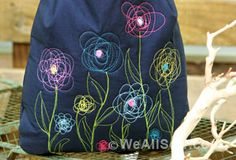 The Artsy Bag by Pat Bravo for WeAllSew http://weallsew.com/2013/04/18/the-artsy-bag-by-pat-bravo-for-weallsew/