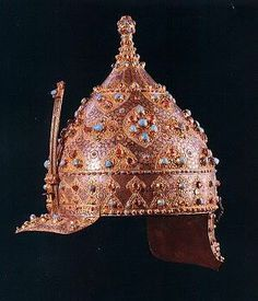 Flower motifs were even used on armour, such as this jewel encrusted helmet thought to date from the reign of Suleyman the Magnificent. Each of the rubies and turquoises is net in a flower-shaped gold mount. Royal Jewels, Crown Jewels, Sultan Suleyman, Empire Ottoman, Ottoman Turks, Ancient Armor, Armadura Medieval, Arm Armor, Turkish Jewelry