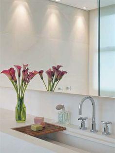 Banheiro decorado com planta