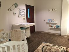 pectus feeding is a unquestionably personal selection Comfortable Nursing Room Design Ideas for Mothers as well as Babies Church Nursery Decor, Baby Room Decor, Parents Room, Daughters Room, Nursery Themes, Nursery Room, Lactation Room, Kids Church Rooms, Sunday School Rooms