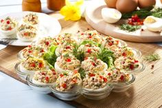 Mimosen-Eier mit Thunfisch und Chili: www.fourchette-and . Healthy Meals For Kids, Healthy Cooking, Healthy Recipes, Ny Food, Good Food, Yummy Food, Chili, Chilli Chilli, Salad Bar