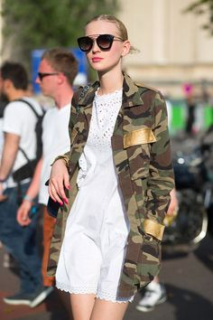 35 Stunning Street Style Snaps From Paris Couture Week Camo Fashion, Military Fashion, Love Fashion, Fashion Outfits, Womens Fashion, Fashion Trends, Net Fashion, Style Fashion, Street Style Outfits