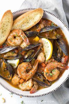 Seafood Cioppino, Seafood Stew, Seafood Dinner, Fresh Seafood, Mussels Seafood, Seafood Boil, Fish Recipes, Seafood Recipes, Soup Recipes