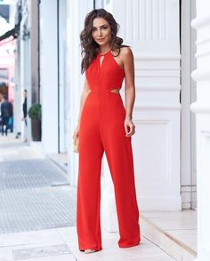 Desvendando Segredos com Talyta Xavier: Look de natal Christmas Look – Unraveling Secrets with Talyta Xavier of the day # looksinspiration # lookfechaçao Office Dresses For Women, Office Fashion Women, Curvy Women Fashion, Clothes For Women, Red Jumpsuit, Jumpsuit Outfit, Casual Outfits, Fashion Outfits, Summer Outfits