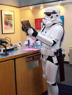 Join us on October 5th for Star Wars Reads Day! It's worth making a trip for if your child loves Star Wars!