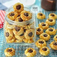Image may contain: dessert and food Pineapple Tart, Resep Cake, Nutella Cookies, Thumbprint Cookies, Breakfast Snacks, Indonesian Food, Biscuit Recipe, Everyday Food, Yummy Cakes