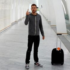 Calvin Harris flipping the bird.