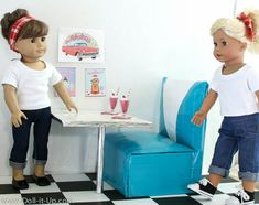 doll furniture Make a doll size retro diner booth! It looks so real can you believe it's made from Duck Tape and cardboard? Perfect for 18 inch dolls like American Girl! American Girl Crafts, American Girl Clothes, American Girls, Ag Doll Crafts, Diy Doll, Ag Doll House, Doll Houses, American Girl Accessories, Doll Accessories