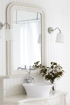 bathroom: Country cottage style