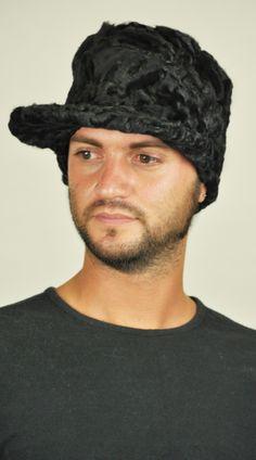 Cappello karakul con visiera. http://www.amifur.com