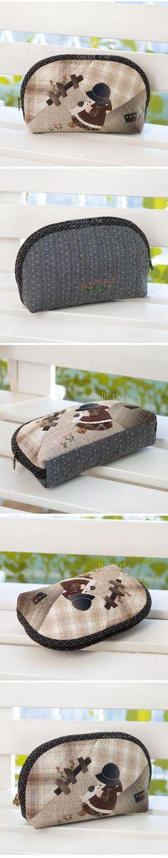 퀼트미 [뽀삐 빅~ 파우치] Diy Coin Purse, Coin Bag, Patchwork Quilt, Applique Quilts, Japanese Patchwork, Craft Bags, Denim Bag, Fabric Bags, Quilted Bag