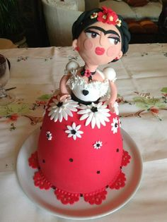 Torta Frida Kahlo in pasta di zucchero