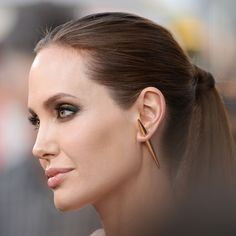 Angelina Jolie embraces the single earrings and does it with a bold style! #heirloomfinds #singleearring