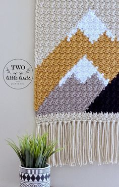 Easy This is a crochet pattern for The {Adirondack} Wall Hanging. Make your space coz. Crochet Wall Art, Crochet Wall Hangings, Crochet Home Decor, Tapestry Crochet, Crochet Crafts, Crochet Projects, Knit Crochet, Diy Crochet Wall Hanging, Diy Hanging