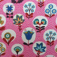 Blumenmuster auf pinkem Grund