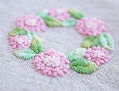 * . ガクアジサイ . . #刺繍#手刺繍#ステッチ#手芸#embroidery#handembroidery#stitching#needlework#자수#broderie#bordado#вишивка#stickerei
