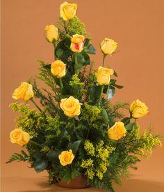arreglo en canasta de rosas amarillas buenos aires