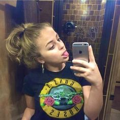 hey ! ;) ? thanks for 10k , I'm not Ariel. Her page is @babyariel ? I'm only a fanpage. Follow my main @exclusiveariel ?