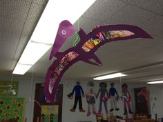 Goff's Pre-K Tales: Dinosaurs! Beautiful idea, I would love one of these hanging in my preschool room ! Dinosaur Projects, Dinosaur Crafts, Dinosaur Fossils, Dinosaur Art, The Good Dinosaur, Dino Craft, Kid Crafts, Dinosaurs Preschool, Dinosaur Activities