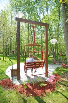ski lift chairs in yard around a fire pit Chalet Ski, Ski Lift Chair, Fire Pit Swings, Porch Swings, Fire Pits, Ski Lodge Decor, Unique Garden, Mountain Decor, Pergola Swing