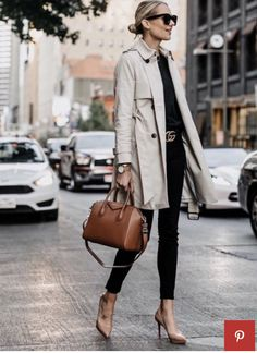 A Classic Trench Coat Outfit - love this basic outfit that will take you to work and play; a neutral trench coat, a black sweater and black skinny jeans, pumps and a Givenchy bag - via Fashion Jackson Fashion Mode, Work Fashion, Urban Fashion, Womens Fashion, Fashion Trends, Petite Fashion, Street Fashion, 3d Fashion, Fashion Menswear