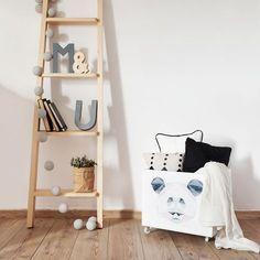 Venta online de escalera decorativa para estantería, realizada a mano en madera…