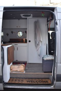 Wonderful Cost-Free Airstream Interior bathroom Style There are many folks who love vacationing but loathe investing the funds inn rooms. From time to time this can be the s Airstream Interior, Van Interior, Airstream Bathroom, Interior Design, Van Life, Camper Van Conversion Diy, Van Conversion With Bathroom, Ford Transit Conversion, Sprinter Van Conversion