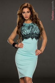 - rochie midi de culoarea albastra - are dantela neagra aplicata in zona bustului - are un slit scurt in partea din spate - materialul este elastic si usor de intretinut