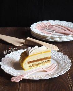 Biscotto charlotte (Montersino), croccantino al pistacchio, gelèe al frutto della passione (Di Carlo), bavarese al cioccolato bainco e pistacchio (Montersino), glassa lucida (Fusto)