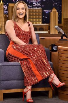 Jennifer Lopez wore a sequin David Koma gown while appearing on The Tonight Show (May Jennifer Lopez Hair Color, Jennifer Lopez Photos, Jennifer Lopez Short Hair, Jennifer Lopez Dress, J Lo Fashion, Fashion Outfits, Fashion Designer, Girl Crushes, Celebrity Style