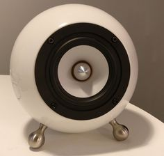 """Upcycled salad bowls and cereal bowls make surprisingly chic speaker """"boxes"""" for the clever audiophile maker. Diy Bluetooth Speaker, Diy Speakers, Tower Speakers, Audiophile Speakers, Hifi Audio, Gadgets And Gizmos, Electronics Gadgets, Electronics Projects, Speaker Box Design"""
