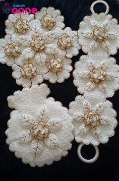 Crochet Angel Pattern, Baby Knitting Patterns, Baby Booties, Burlap Wreath, Doilies, Food Art, Elsa, Christmas Wreaths, Feather
