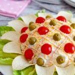 ¿Os acordáis de la ensaladilla rusa con forma de pollito? Pues hoy os traemos otra forma de presentar un plato tan completo como es la ensaladilla rusa, ideal para que los niños tomen verdura. F