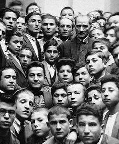"""2,503 Beğenme, 14 Yorum - Instagram'da İlber Ortaylı (@ilberhoca): """"Ansızın aklına, ansızın yüreğine düşer... #Atatürk #ilberortaylı"""""""